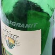 logo Ligranit na láhvi od vína